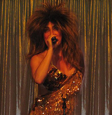 <h5><strong>Tina Turner</strong></br>Charlie Starr</h5>
