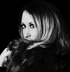 <h5><strong>Adele</strong></br>Lareena</h5>